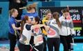 El equipo femenino surcoreano de 'curling' se consuela entre sí