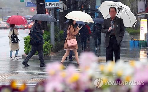 [내일날씨] 전국 봄비에 이른 더위 가셔…미세먼지 '양호'
