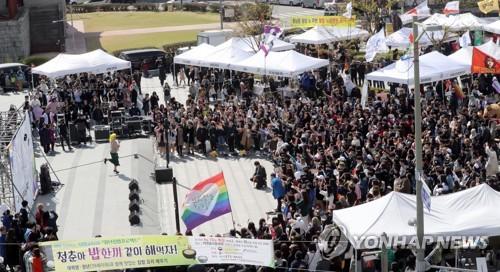 중국 웨이보, 동성애 게시물 전면 삭제…누리꾼 반발