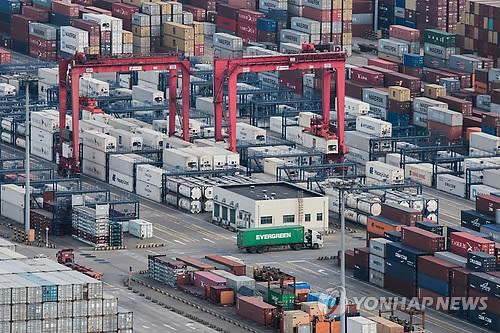 """중국 수출업체 """"무역전쟁보다 위안화 강세 더 걱정"""""""