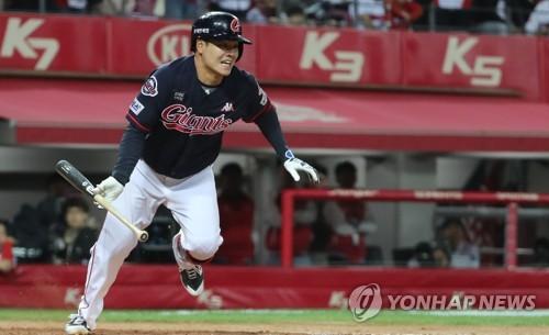 민병헌, 롯데 이적 후 첫 한 경기 홈런 2방
