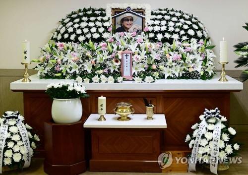 """[SNS돋보기] 원로배우 최은희 별세…""""영화계의 큰별, 편히 쉬시길"""""""