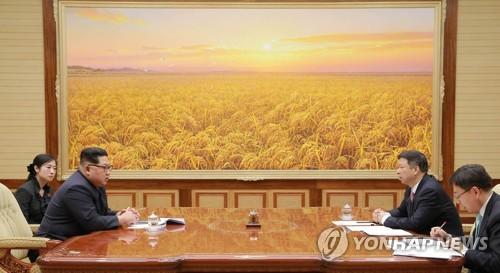 공개활동 뜸해진 北김정은…외교·남북관계에 올인하는듯