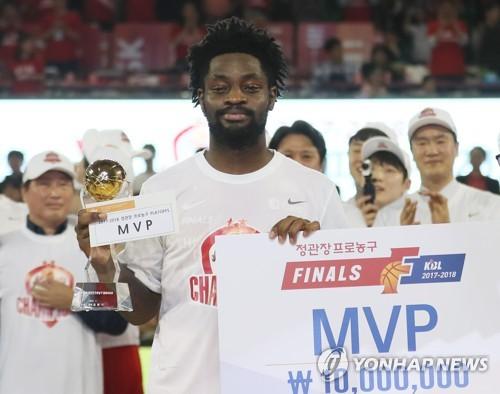 """15년 만에 외국인 챔피언전 MVP 화이트 """"팀 우승만 신경 썼다"""""""