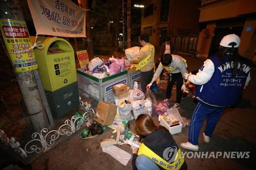 '재활용품 대란은 남의 일'…대학가 쓰레기 불법투기 몸살