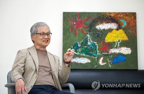 '그림 그리는 정치학자' 한림대 김영명 교수 첫 개인전