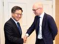 نائب رئيس الوزراء للشؤون الاقتصادية يلتقي مع مسؤول كبير لوكالة موديز