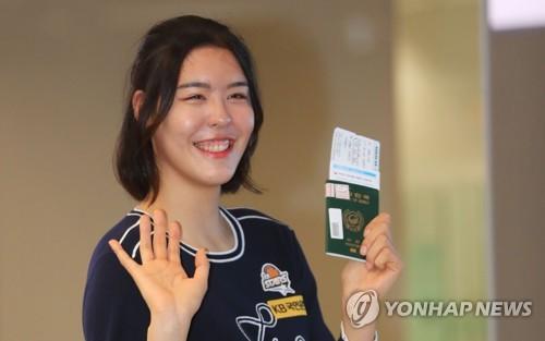 """미국으로 떠난 여자농구 박지수 """"성공해서 돌아올게요"""""""