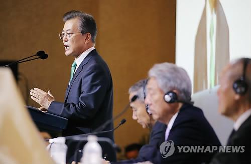 الرئيس مون يغادر البلاد اليوم لحضور مؤتمرات قمة الآسيان وآبيك