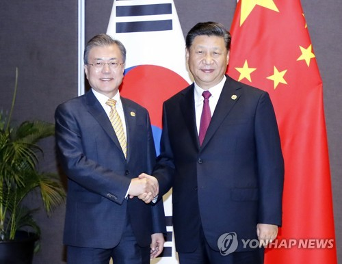 الرئيس مون يجتمع مع نظيره الصيني لمدة 35 دقيقة على هامش قمة آبيك