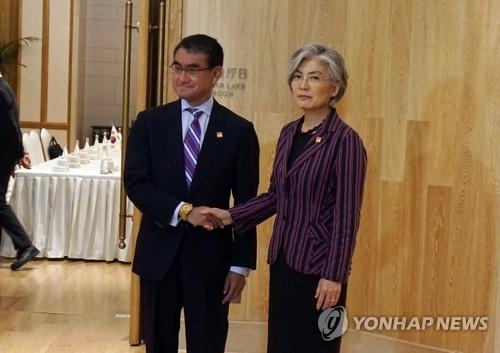韓日外相 対話継続で一致=康氏「GSOMIA延長可否を検討中」