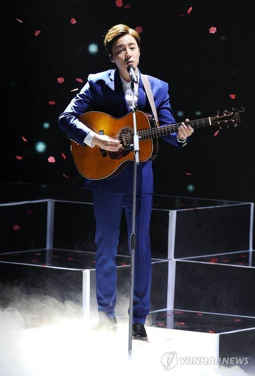 资料图片:韩国歌手Roy Kim(韩联社)