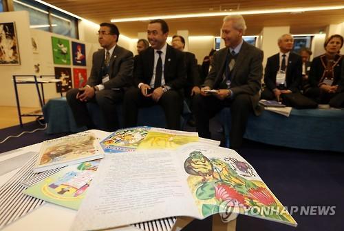 资料图片:中亚各国文化长官11月25日在韩国立亚洲文化殿堂出席亚洲说故事庆典开幕式活动。(韩联社)