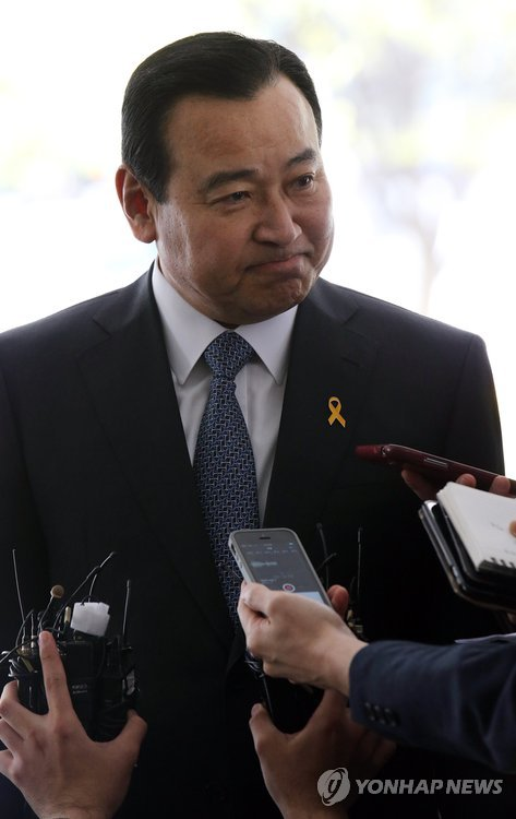 Park calls for thorough probe into bribery scandal
