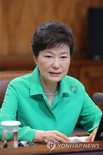 President Park Geun-hye speaks during a regular meeting with her top aides at the presidential office Cheong Wa Dae in Seoul on Aug. 24, 2015. (Yonhap)