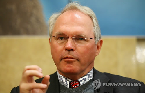 This file photo taken on March 4, 2015, shows former U.S. Assistant Secretary of State Christopher Hill, who served as Washington`s lead negotiator in the six-party talks on North Korea`s nuclear program, speaking during an international conference in Seoul. (Yonhap)