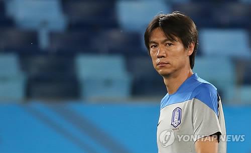 Le sélectionneur de l`équipe de Corée du Sud de football Hong Myung-bo
