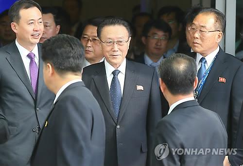 Kim Yang-gon arrive テ� l`aテゥroport international d`Incheon