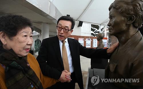 ナヌムの家を訪れたユン・ソクウォンさん=9日、広州(聯合ニュース)