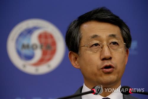 抗議声明を発表する外交部の趙泰永(チョ・テヨン)報道官=4日、ソウル(聯合ニュース)