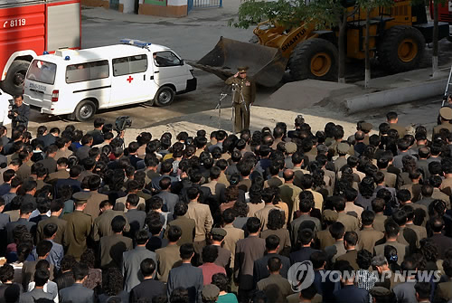 謝罪する工事責任者=18日、ソウル(朝鮮中央通信=聯合ニュース)