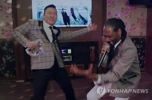 江南スタイルで有名なPSY(サイ)の新曲がYouTubeで再生回数1億回を突破。日本よこれが社会現象だ