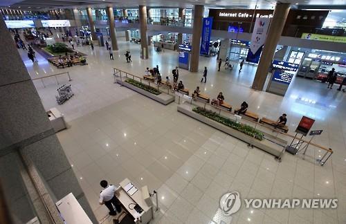 昨年6月、MERSの影響で閑散とした仁川空港=(聯合ニュース)