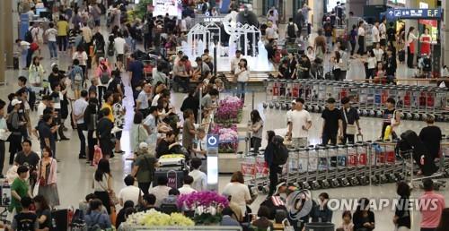 旅行者で混み合う仁川空港(資料写真)=(聯合ニュース)