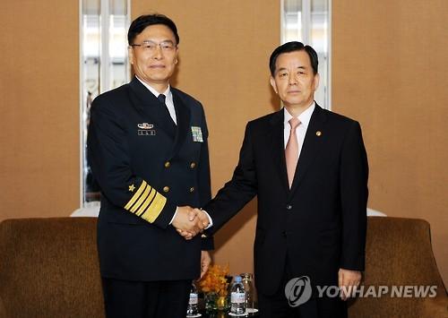 Han Min-koo (dcha.) y Sun Jianguo