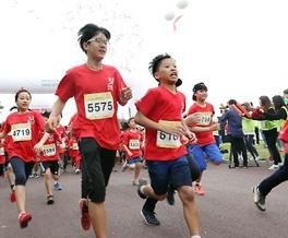 땀흘리고, 질병 체험하고…어린이마라톤 대회장 열기 후끈