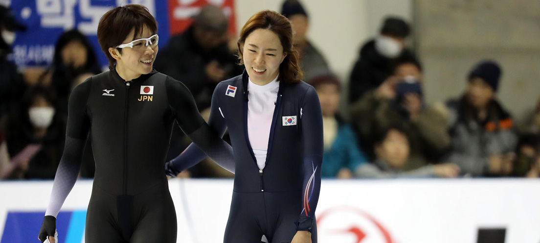 2017 삿포로동계아시안게임에서 서로 격려하는 고다이라 나오(왼쪽)와 이상화.