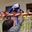 WFP사무총장에게 인사하는 北 육아원 원아들