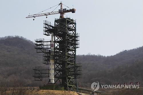 مصدر: كوريا الشمالية تنتهي من تركيب مراحل الصاروخ الثلاثة
