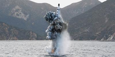 كوريا الشمالية تطلق صاروخا بالستيا فجر اليوم فيما يبدو احتجاجا على مناورات عسكرية في سيئول
