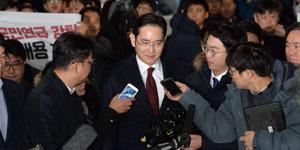المدعي المستقل يطلب من المحكمة إصدار مذكرة الاعتقال في حق وريث سامسونغ بتهم تقديم رشوة