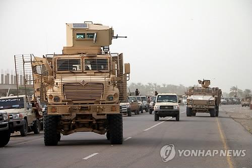 السفير الإماراتي: دخول قوات التحالف العربي في محيط الحديدة يهدف إلى إعادة الأمن والاستقرار إلى الميناء