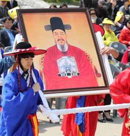 韩行茶礼纪念李舜臣诞辰472年