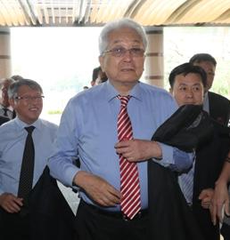 朝鲜籍IOC委员张雄访问首尔