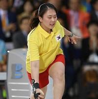 韩国女子保龄球选手李奈英成亚运四冠王