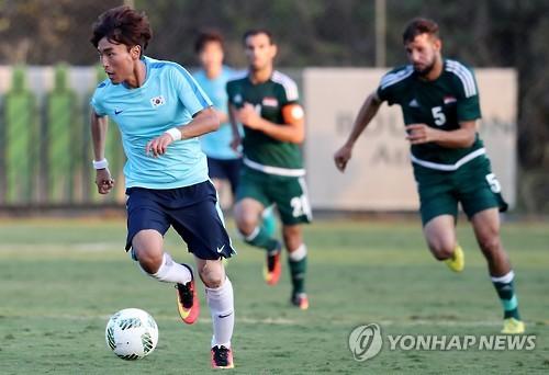韩国国奥与伊拉克队踢热身赛