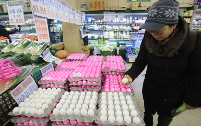 Eggs imported from U.S. hit shelves amid outbreak of bird flu