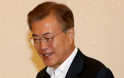 Moon expresses wish to meet Facebook CEO to discuss online communication
