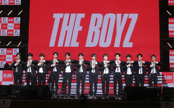 Rookie group THE BOYZ holds debut showcase