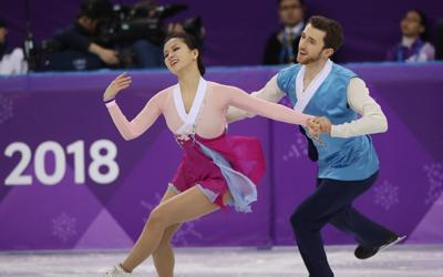 Ice dancers dedicate 'Arirang' free dance to new home country