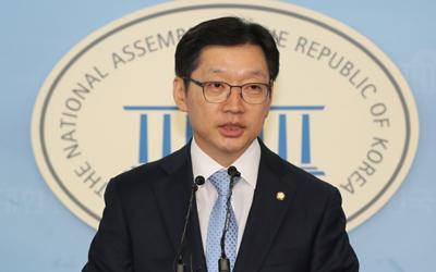 Moon's confidant declares bid to run in local elections despite scandal