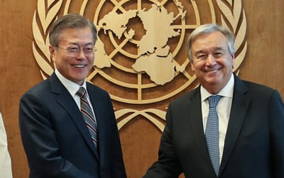 Moon seeks int'l support for inter-Korean ties in meeting with UN chief