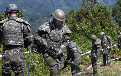 Two Koreas' demining operations in Joint Security Area near end