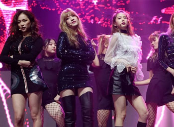 Girl group CLC unveils new EP