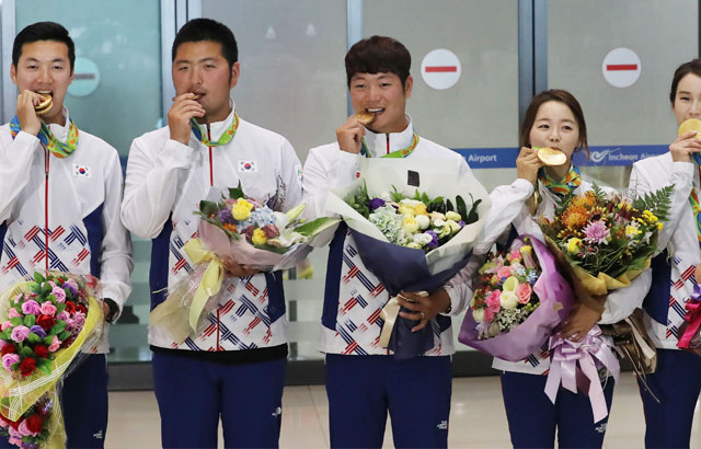 S. Korean archers return home with gold medals