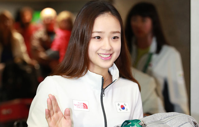 Son Yeon-jae arrives in Rio